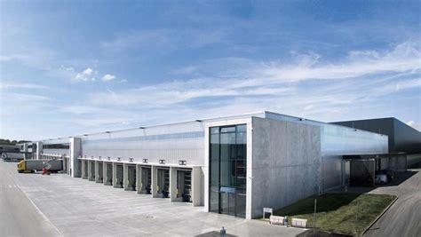 porsche opens  headquarters  atlanta