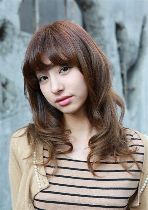 asian girls shoulder length wavy hairstyle  full bangs