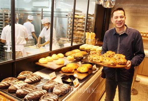 ari wibowo brand ambassador francis bakery foto
