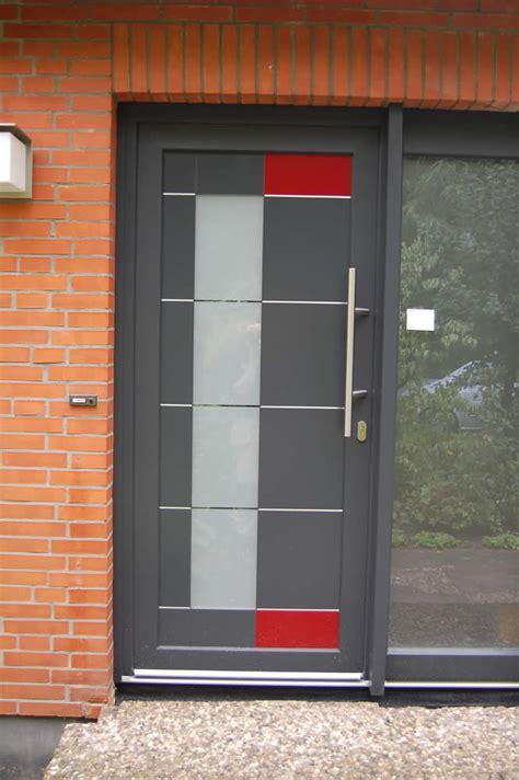 Haustueren Aus Kunststoff Aluminium Oder Holz by Haust 252 Ren Aus Holz Kunststoff Aluminium