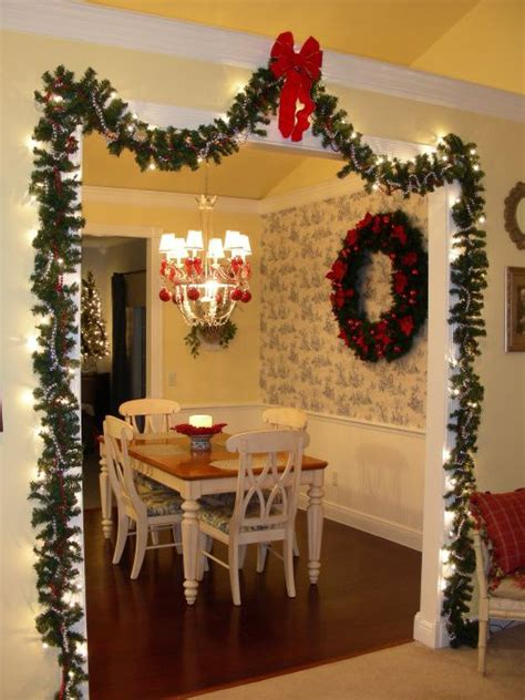 christmas kitchen dining    kitchen  dining area  red christmas decor