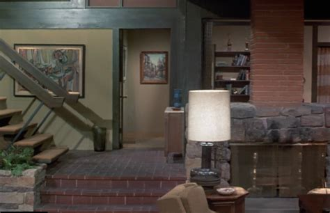 what does the of the interior do set the brady bunch 2017