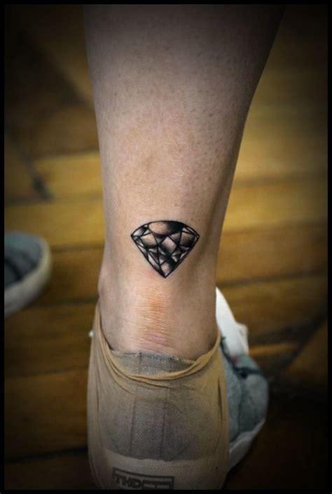 realistic   diamond tattoo  leg tattoomagz