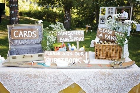 Inventive Wedding Signs to Decorate Your Venue Wedding