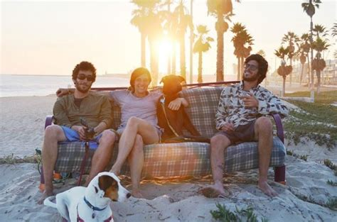 Couch Surfing In The Usa By Three Friends, Two Dogs & One