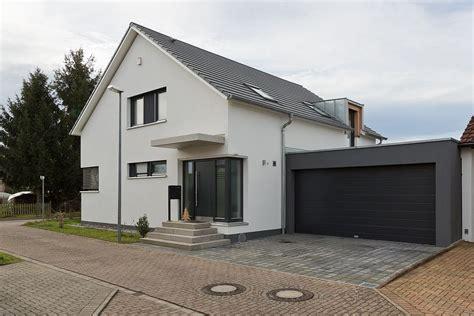 Haus Mit Doppelgarage by Einfamilienhaus Mit Doppelgarage