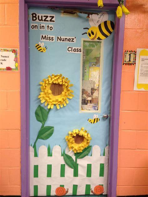 kindergarten spring classroom door  images bee