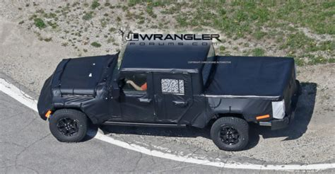 jeep pickup jt spied  production intent bed  jeep wrangler jl news  forum