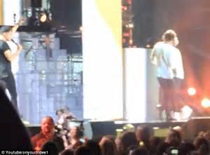 Ashton Irwin And Gemma Styles Holding Hands | www.imgkid ...