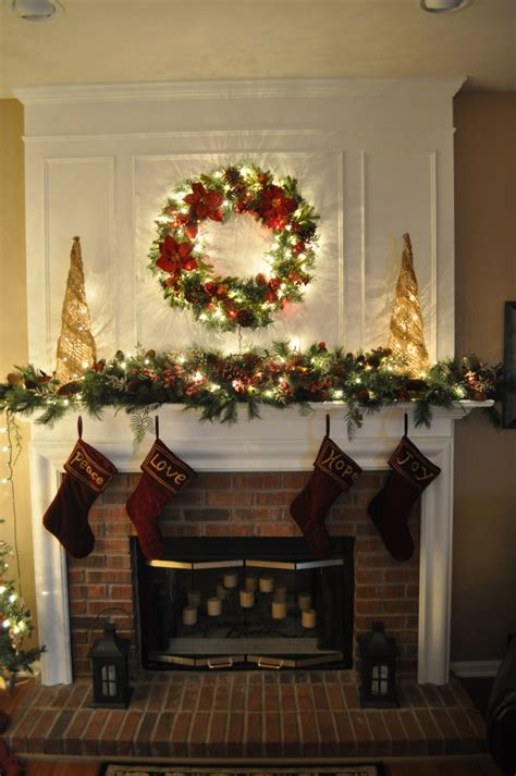 wendys  mantle  section    full pine garland