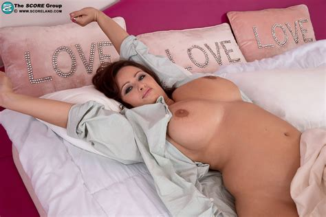 full figured brunette sirale vaunts her knockers while eating breakfast in bed