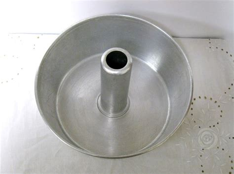 Vintage Aluminum Bundt Cake Pan
