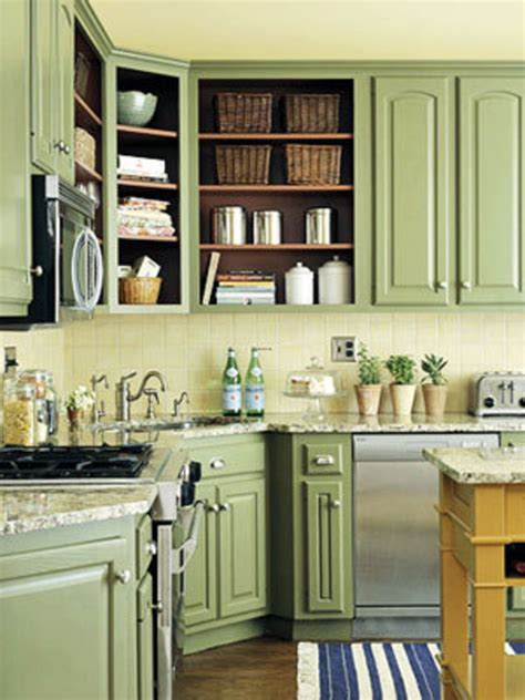 green paint in kitchen painting kitchen cabinets diy painting kitchen cabinets 4035