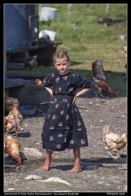mennonite girl mennonite farm girl   mennonite