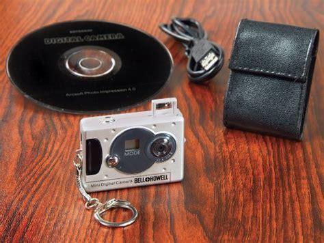 Vivitar Mini Digital Camera with Micro Light Keychain Set