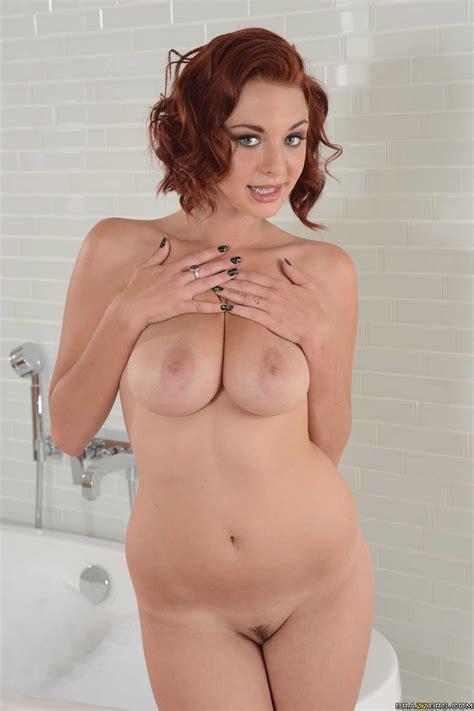 Red Haired Girl Is Taking A Bath Photos Jessica Robbin MILF Fox