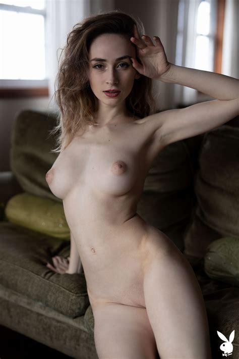 Yana Gold  nackt