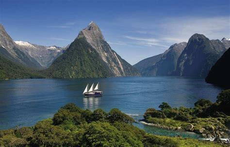 5 Best New Zealand Breathaking Landscapes Distant