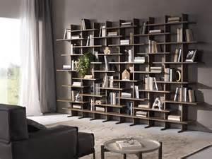 Librerie e vetrine al salone internazionale del mobile
