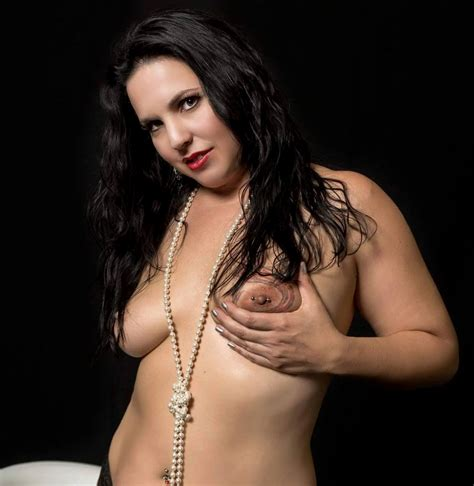 Hi Res Asheville Burlesque Dancer Quiet Hurricane Holding Breast Porn Pic EPORNER