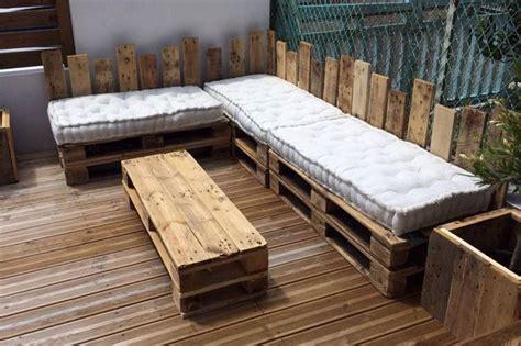 canapé en palettes table basse étagère salon de jardin ou canapé les