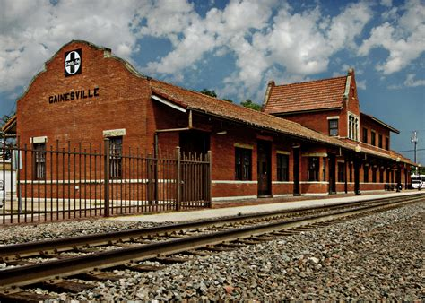 File:Gainesville, Texas depot.jpg - Wikimedia Commons