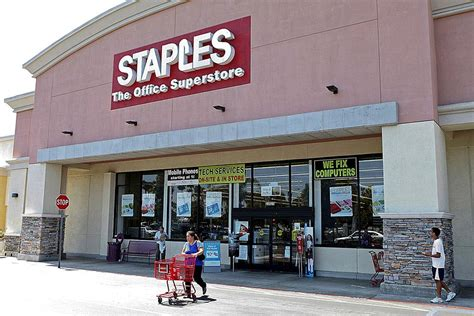 Office Depot Staples by Staples To Buy Rival Office Depot