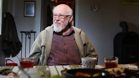 Dzejnieks Knuts Skujenieks: Esmu ar mieru arī pārāk ilgi ...