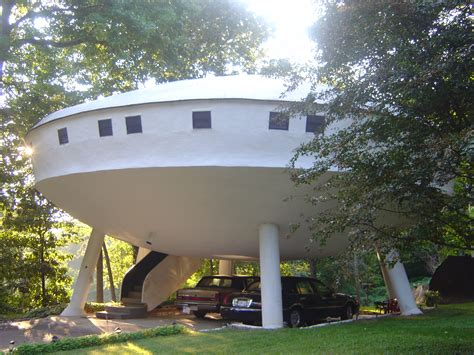 space homes this bizarre house in tennessee is truly unique