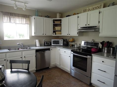 painting kitchen cabinets white the benefits of painting kitchen cabinets white to