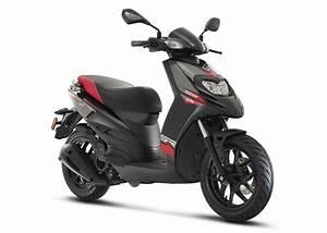 Aprilia Sr 125 : aprilia sr 125 scooter india launch price engine specs mileage pics ~ Medecine-chirurgie-esthetiques.com Avis de Voitures