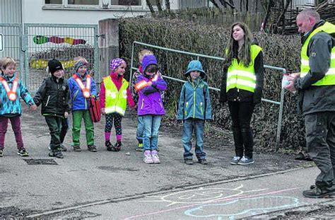 verhalten im straßenverkehr aach kinder lernen richtiges verhalten im stra 223 enverkehr