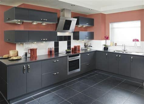 cuisine mur en cuisine gris anthracite 56 idées pour une cuisine chic