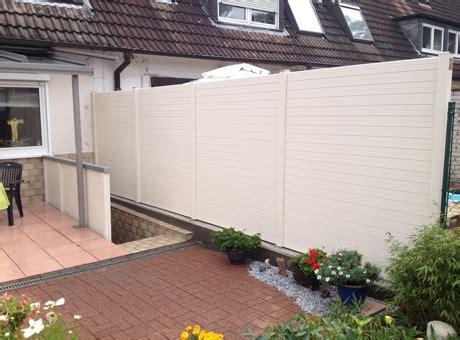 terrasse zaun holz sichtschutz sichtblenden zaun serien und tore aus holz wpc kunststoff und metall