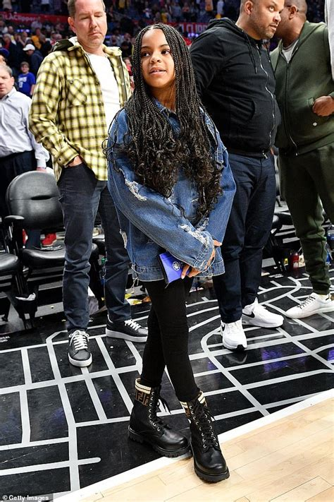 ivy carter jay lebron james celebrity march week beyonce autograph lakers game daughter starstruck encourages ask gets dad she sweet