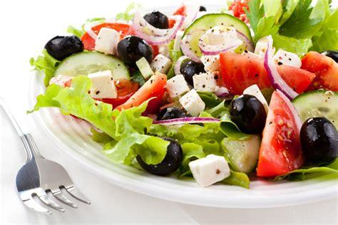 Grieķu salāti latviskā izpildījumā - KatraiVirtuvei.lv ...