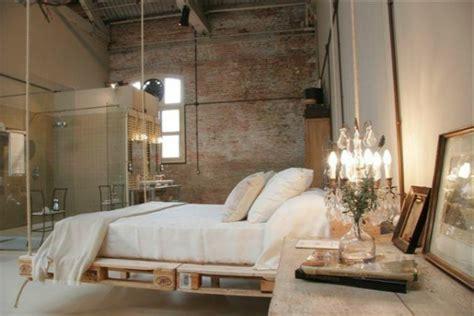 chambre en palette récup palettes 34 chambres à coucher la tête de lit