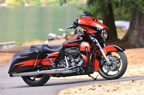 Gambar Motor Harley Davidson Cvo Glide by Gebrauchte Harley Davidson Cvo Glide Flhxse