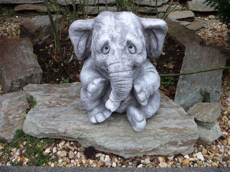 figuren für den garten elefant steinfigur tier figuren garten deko gartenfiguren