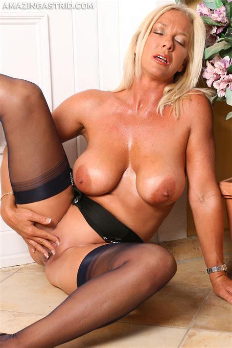 Aa161112 In Gallery Amazing Blonde Milf Astrid Smoking