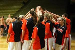 Women's basketball moves up one spot in both D3hoops.com ...