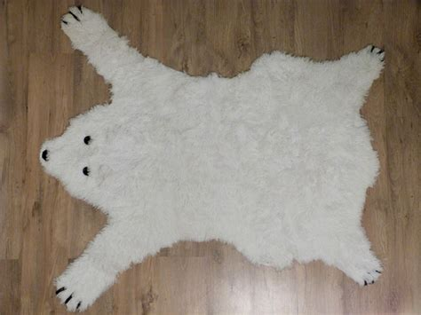 tapis peau d ours ne pas vendre la peau de l ours tapis ours polaire couture turbulences