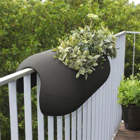 Blumentopf Balkongeländer Hängen by Balconismo Design Balkonkasten Mit Bew 228 Sserung Design