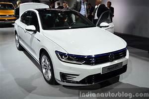 Volkswagen Passat Gte : paris 2014 live vw passat gte ~ Medecine-chirurgie-esthetiques.com Avis de Voitures