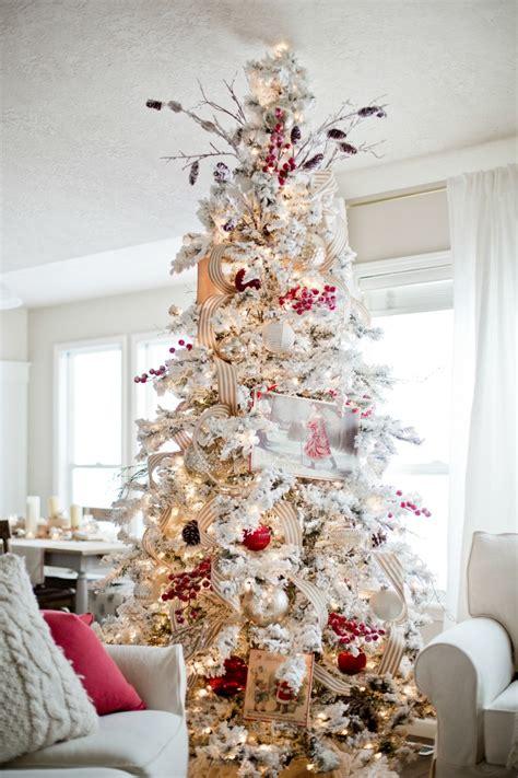 decorate  christmas tree ella claire