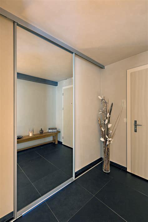 Schiebetür Für Badezimmer by Schiebet 252 Re In Grossfl 228 Chigem Spiegel Als Eingang Ins