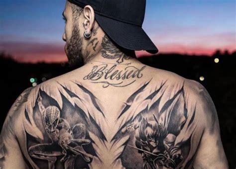 neymar faz tatuagem em homenagem  batman  homem aranha