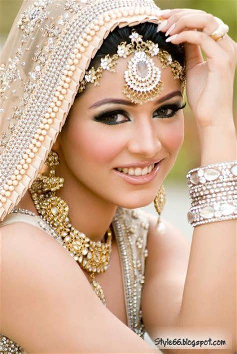 Ladies Special Beautiful Pakistani Bridal Makeup Style 66