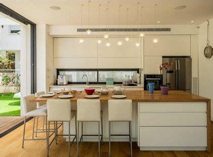 cocina integrada en el salon  gran isla central de