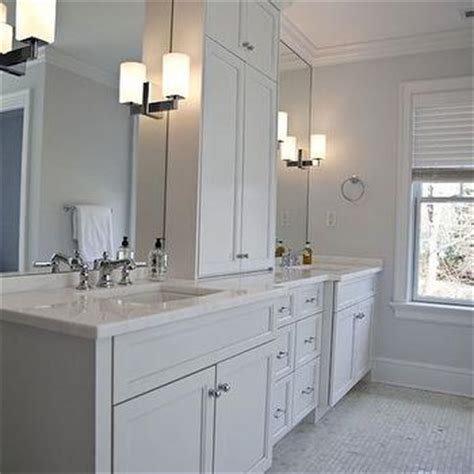 double vanity  center console traditional bathroom